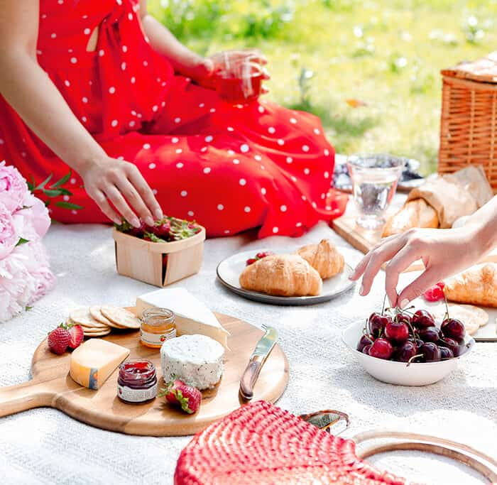 How to Have the Perfect Spring Aesthetic Picnic